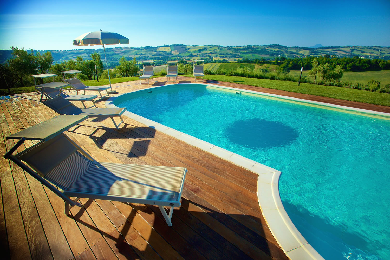 Villa con piscina ad uso esclusivo con prato uliveto e for Villas con piscina